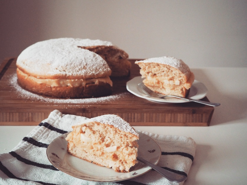 Cake with yeast dough